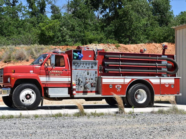 Engine 33 - 1986 Smeal, Wilson County Emergency Services - District 1, Texas